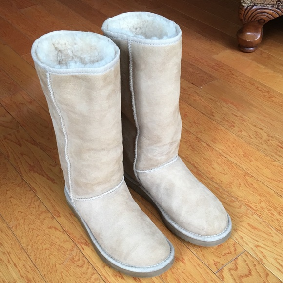 15b0c1c77e0 Ugg women's classic tall boot in Sand, size 7